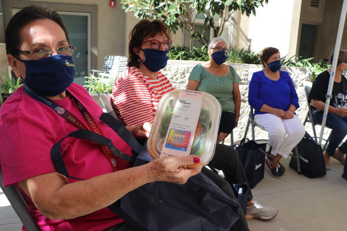 """""""Una sobrina me trae mi comidita cada semana"""": Rosalía Moscoso, originaria de Guatemala, de 79 años."""