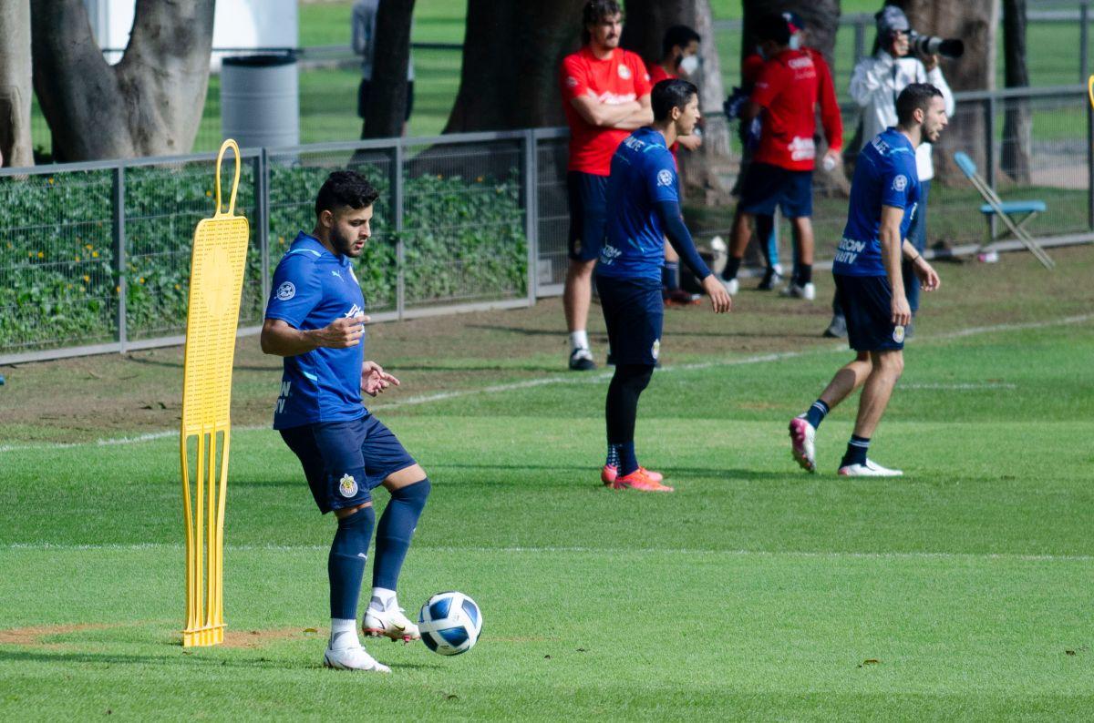 El delantero de las Chivas puede ser la carta de gol para el Clásico Nacional