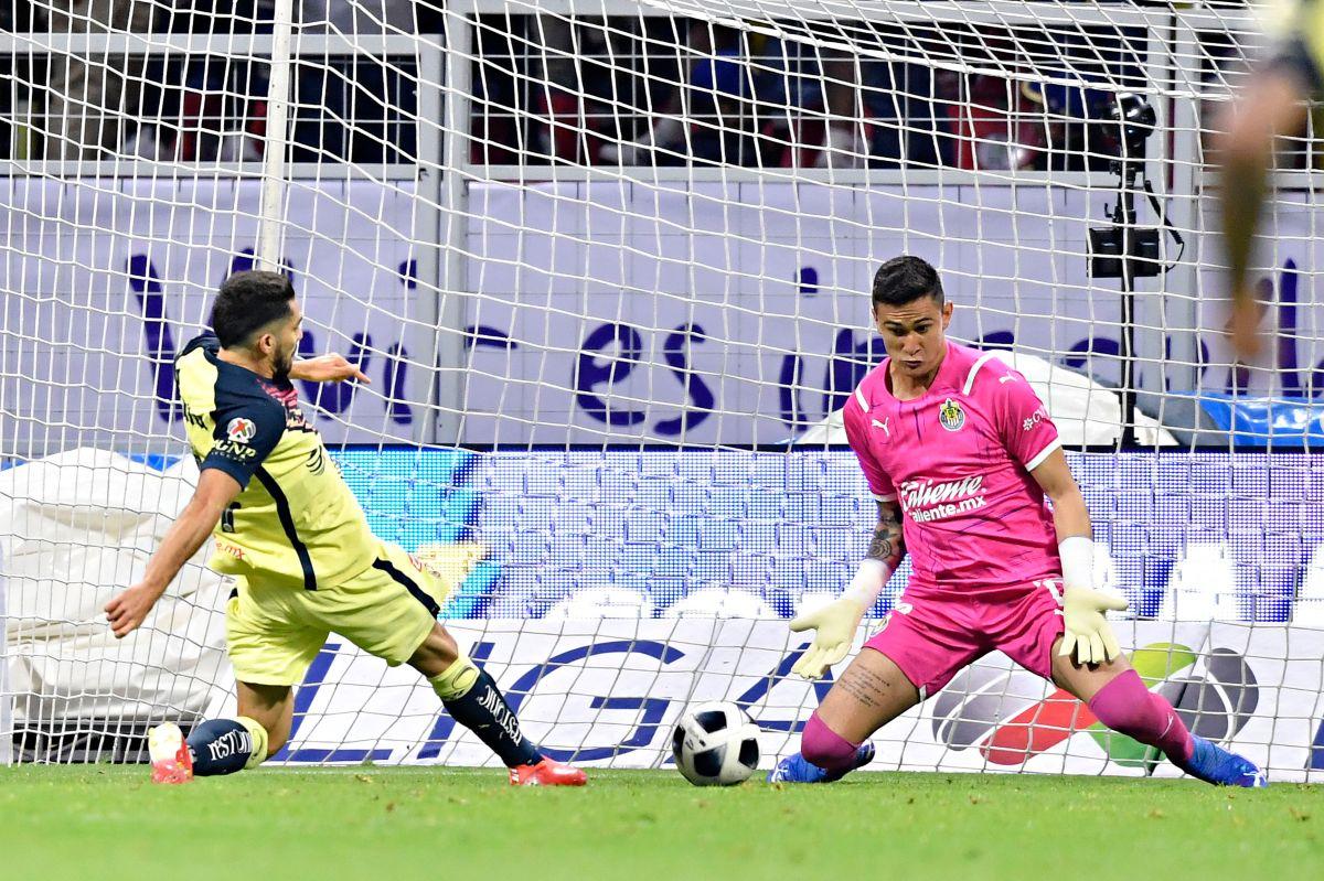 Henry Martín no pudo anotar en el Clásico Nacional