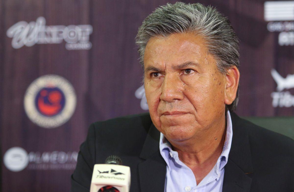 Arias venía de dirigir a los Tiburones Rojos de Veracruz.
