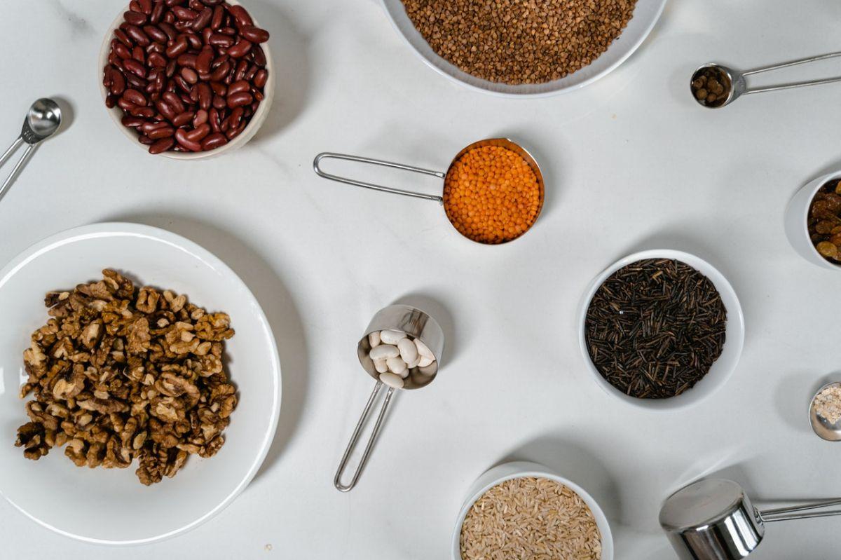Los frijoles y otras legumbres son alimentos ricos en fibra.