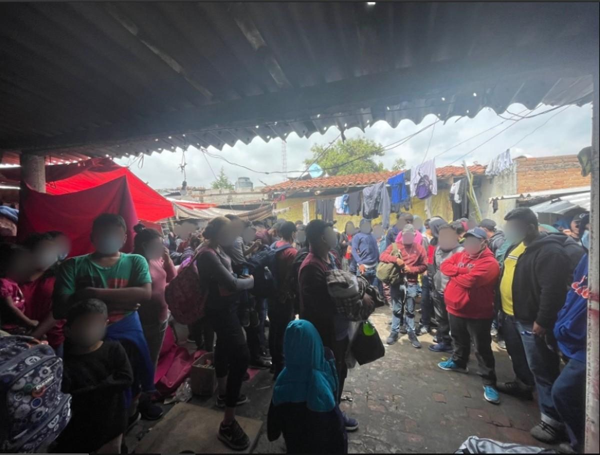 Más de 100 migrantes fueron hallados en Puebla, México, por las autoridades migratorias.