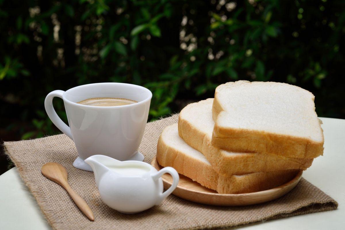 El pan blanco tiene un índice glucémico alto.