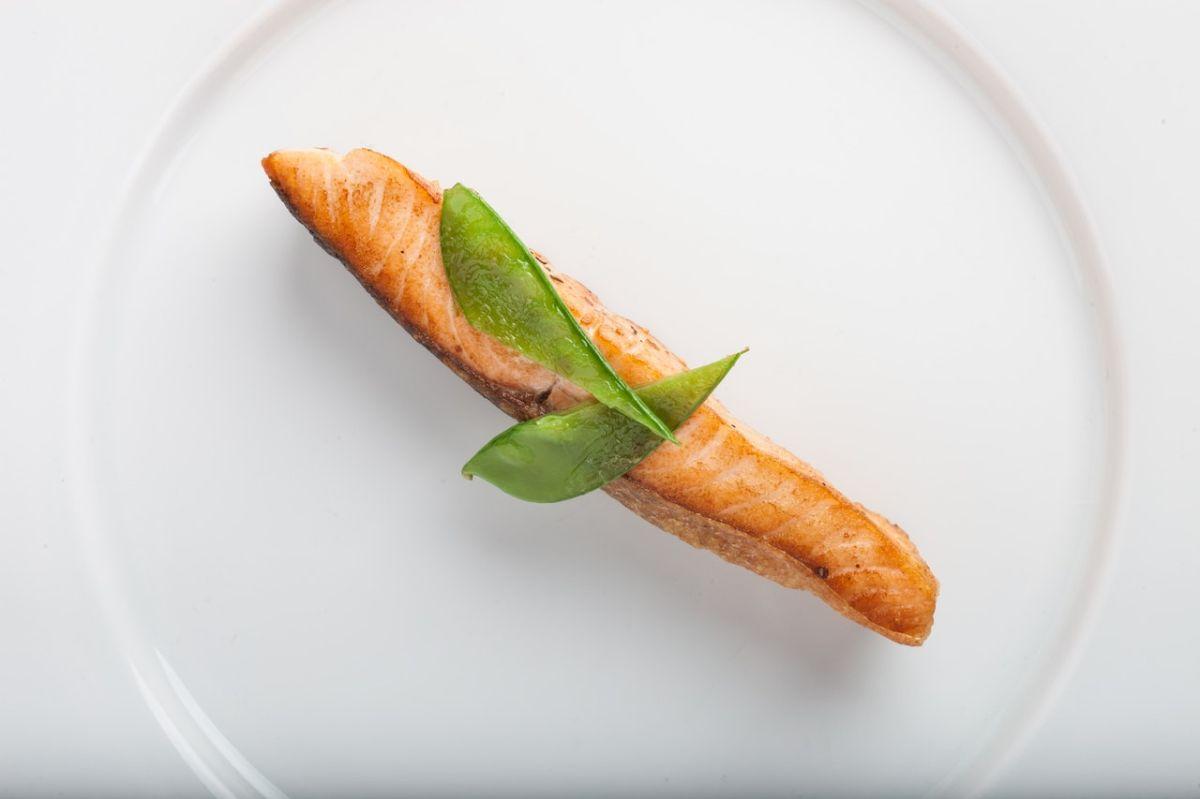 El salmón es un alimento que puede formar parte de una dieta con efectos positivos sobre la fertilidad.