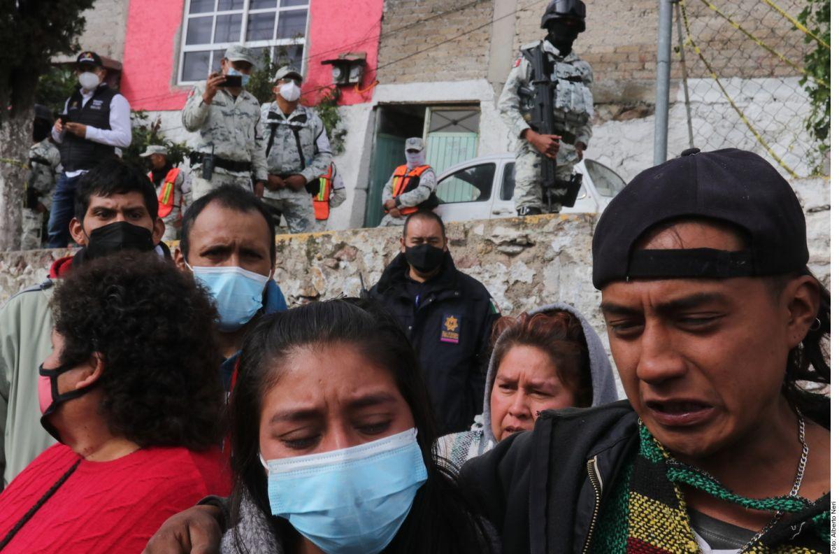 Familiares y amigos se despiden de Paola y Dylan. Sus cuerpos fueron encontrados tras el derrumbe de un cerro en México.