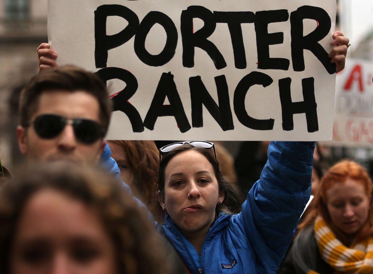 Activistas protestaron el cierre de la planta que ocasionó el mayor derrame de gas metano en la historia de EE.UU.
