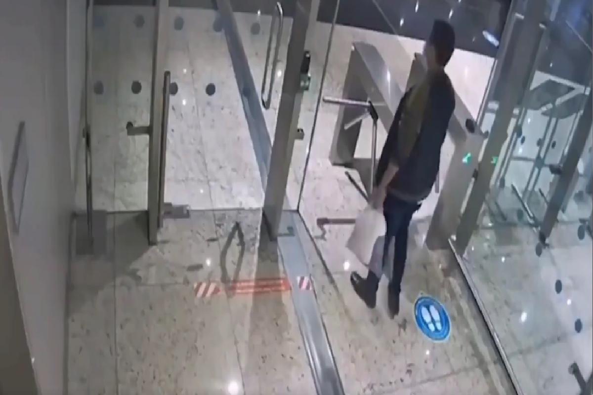 """VIDEO: """"Mula"""" del narco muere en aeropuerto; el hispano llevaba cocaína en el estómago que lo envenenó"""