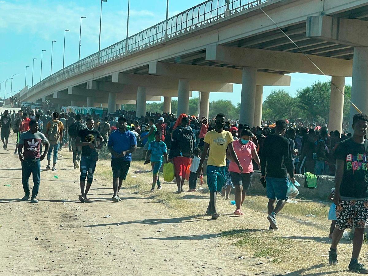 Miles de inmigrantes llegaron en pocos días a la frontera en Texas.