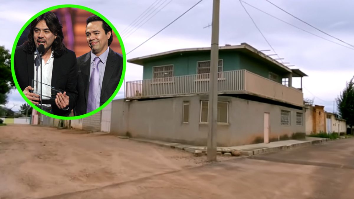 Los Temerarios tenían la única casa de dos pisos de su humilde barrio.