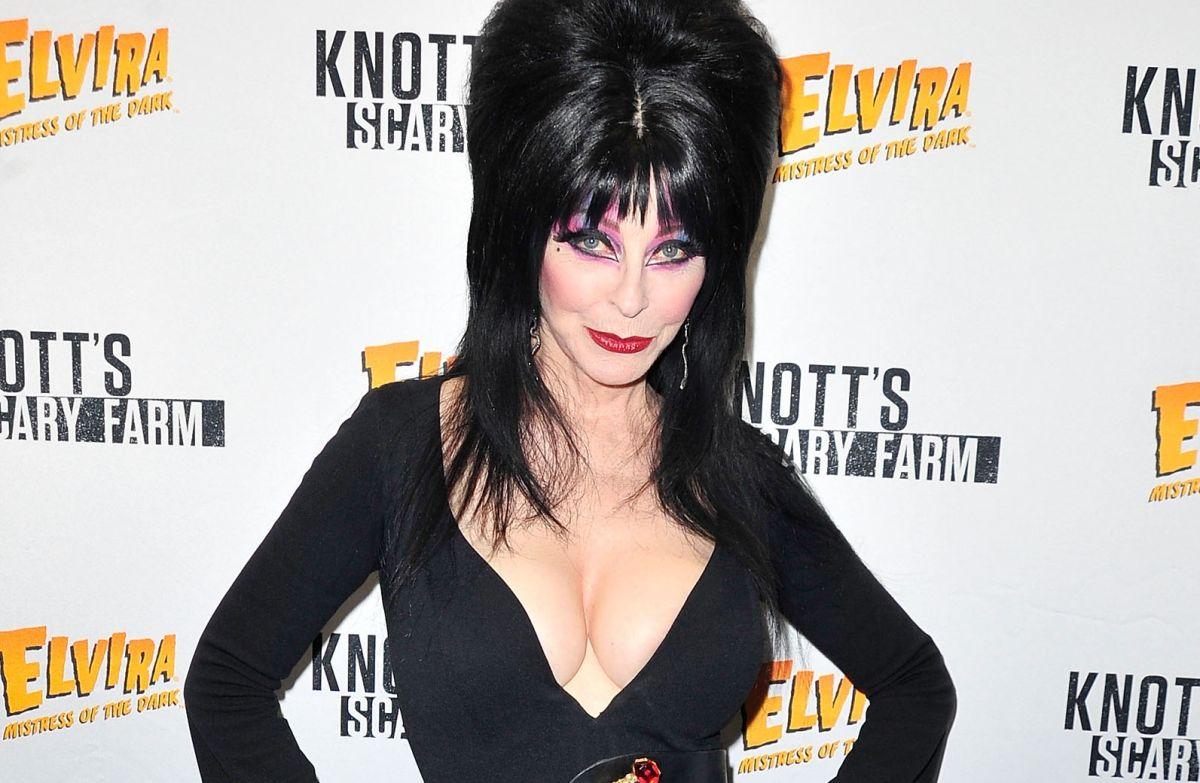 "Cassandra Peterson, en su personaje de ""Elvira""."