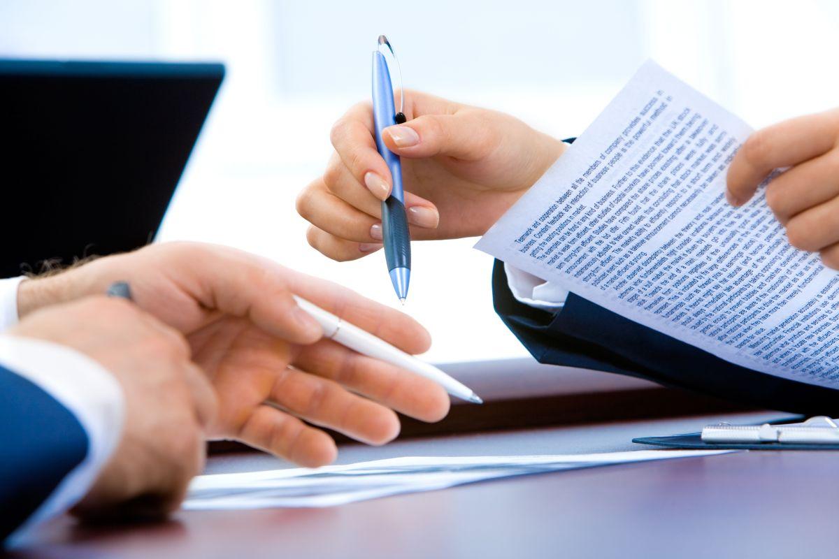En casos de matrimonio o divorcio, el DMV exige que las personas actualicen sus datos personales.