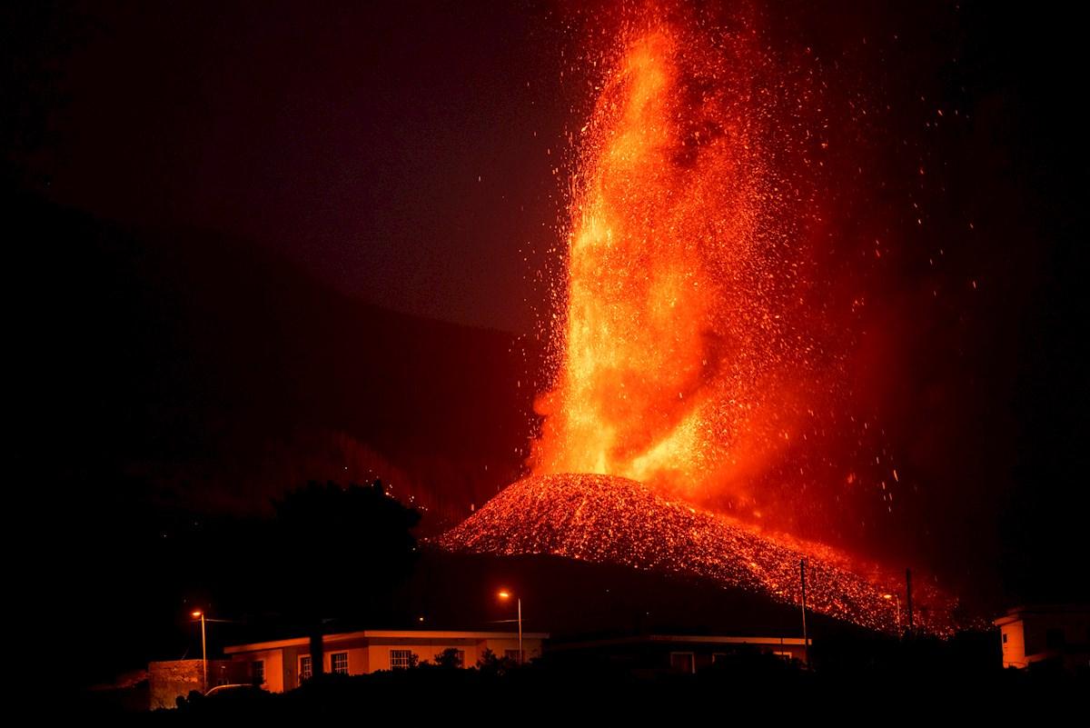 Erupción de volcán en La Palma, España.