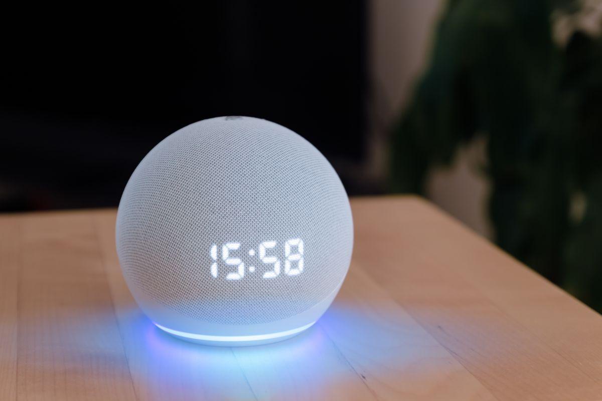 """La tecnología cada vez más nos sorprende y Alexa de Amazon no se podía quedar atrás. Alexa acaba de lanzar su primer single """"Dímelo"""""""
