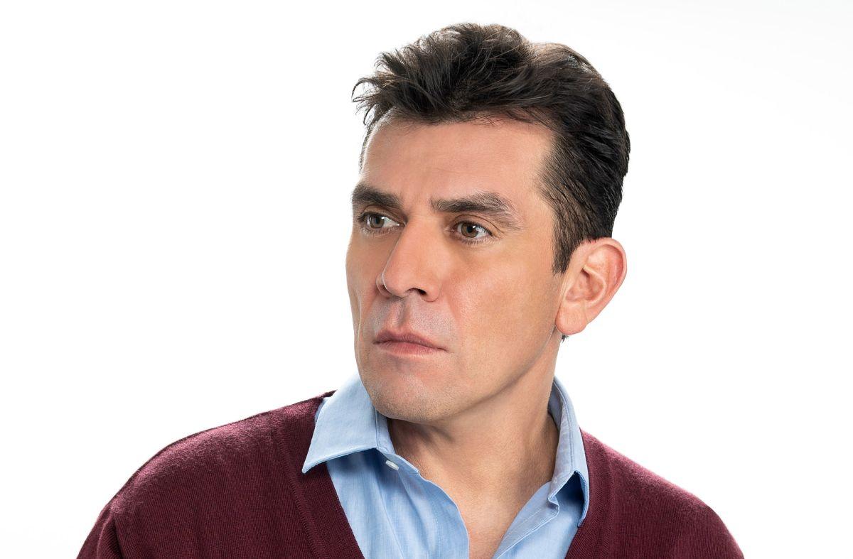 Jorge Salinas en la telenovela 'S.O.S. Me Estoy Enamorando'.