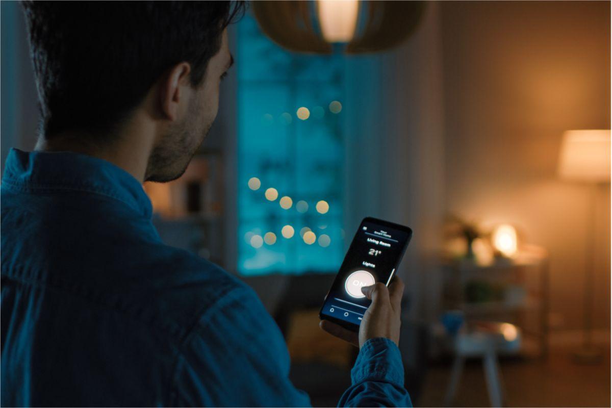 Tener lámparas inteligentes en casa, te permitirá ahorrar energía y hacer tus espacios más acogedores