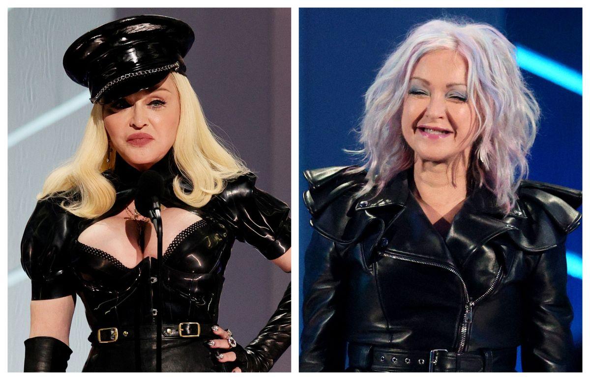 Madonna y Cyndi Lauper durante la entrega de los VMAs 2021.