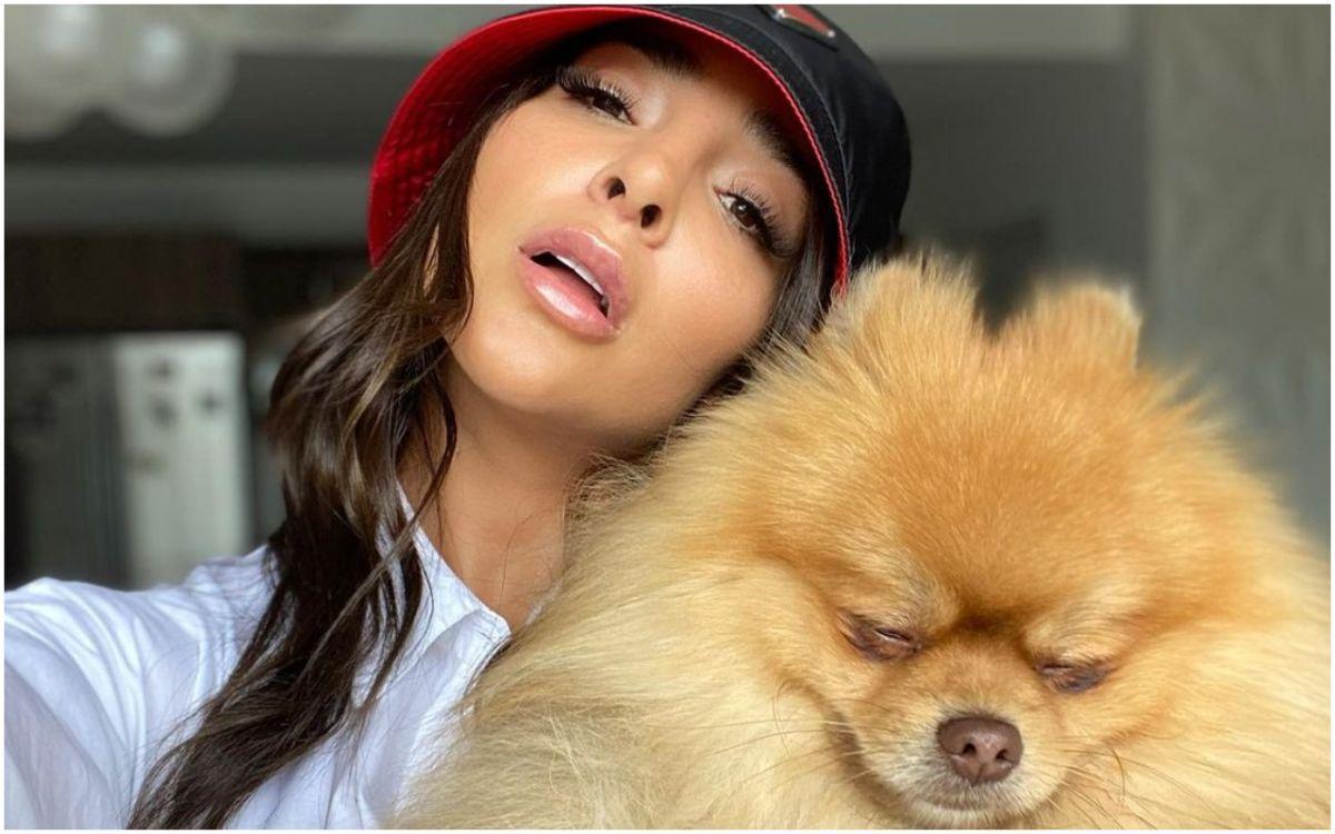 Manelyk González comparte techo con su hermoso perrito.