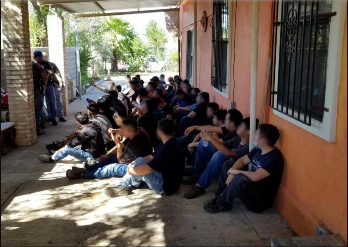 Los indocumentados fueron encontrados por agentes de la Patrulla Fronteriza y por policías locales.