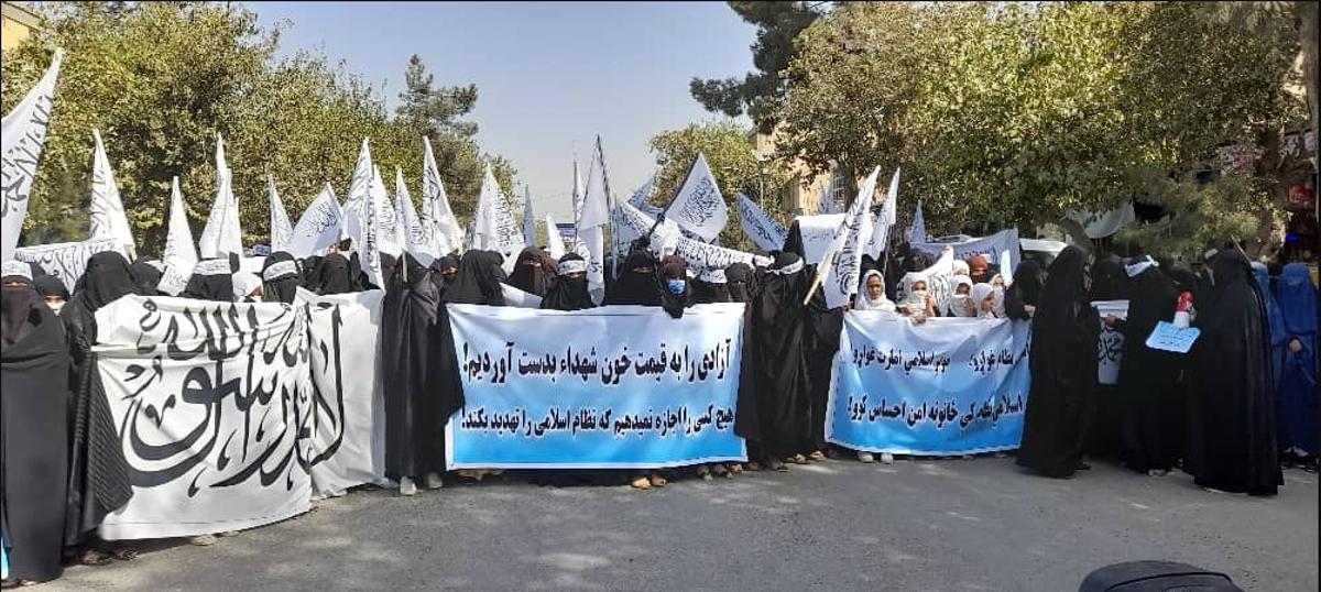 Mujeres y niñas en Afganistán expresaron su apoyo este miércoles al nuevo Emirato Islámico que instauraron los talibanes.