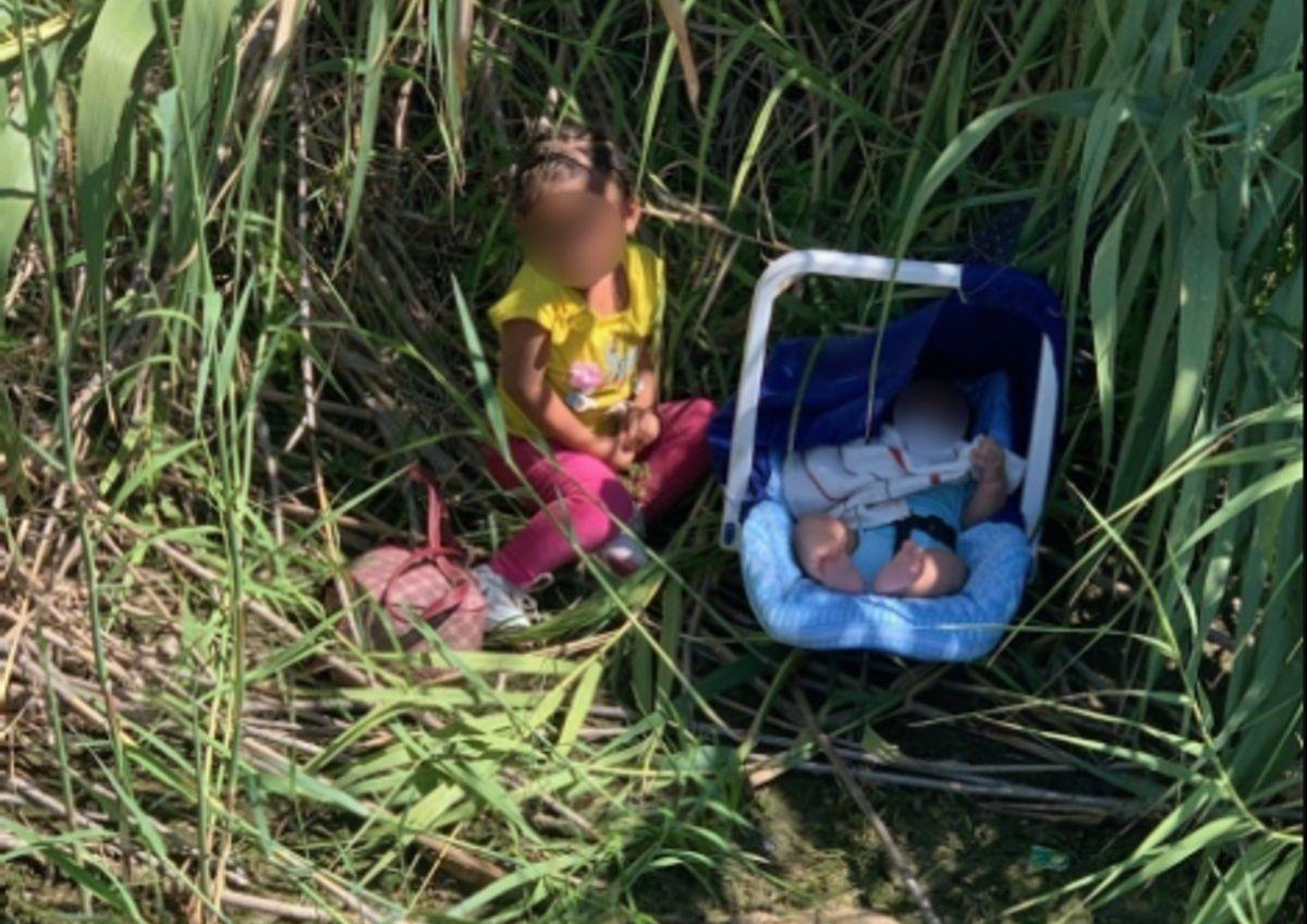 Dos hermanos fueron rescatados por los Agentes de la Patrulla Fronteriza este martes en Río Grande, Texas.