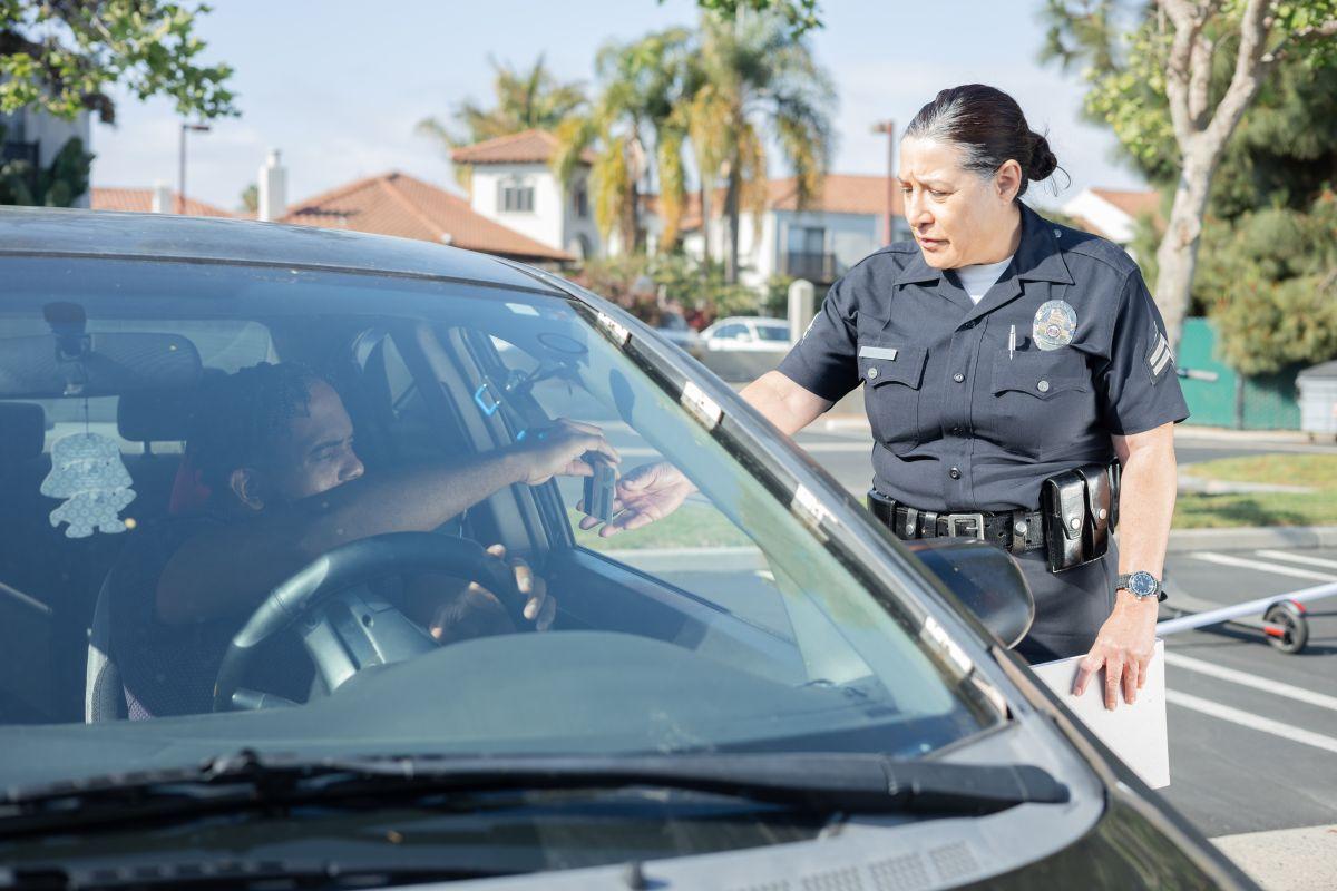 En casi todo Estados Unidos, conducir sin licencia es un delito que puede tener graves consecuencias para los indocumentados.