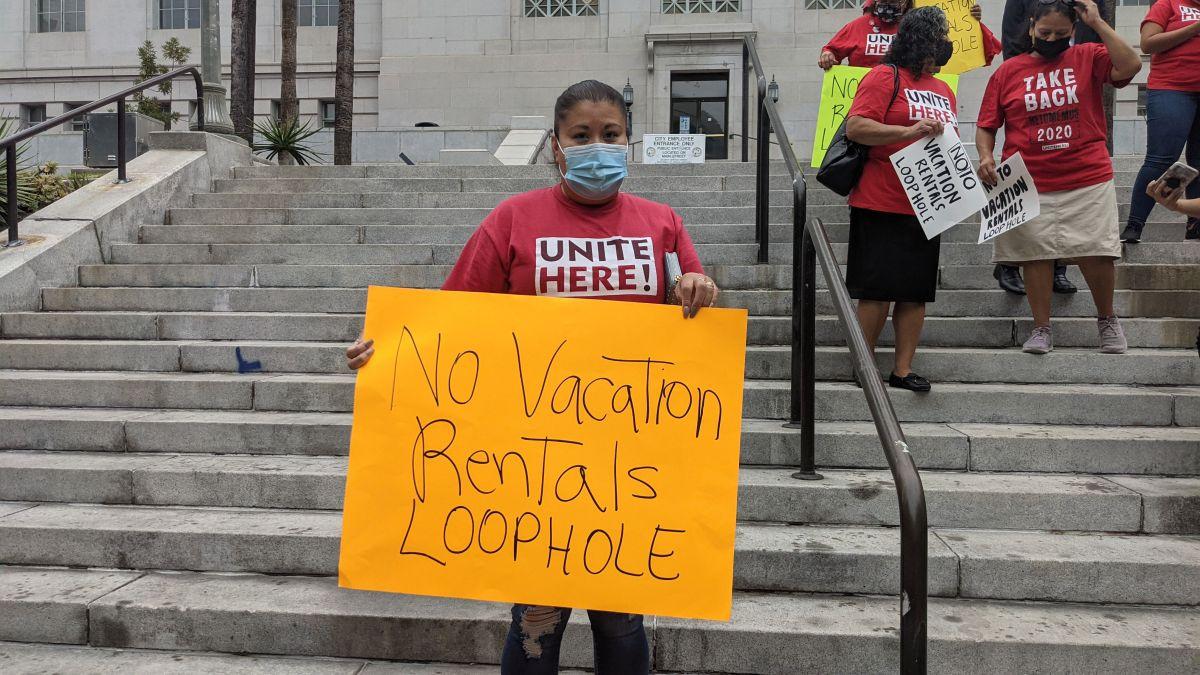 Trabajadores de la industria hotelera piden rechazar la nueva ordenanza de alquiler vacacional. / Fotos: Jacqueline García.