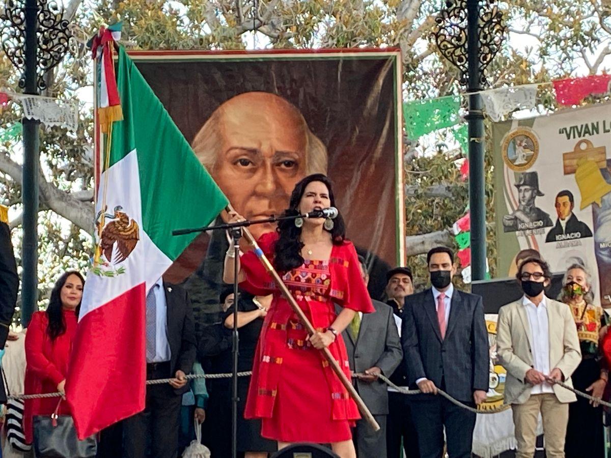 Viva Mexico!, ¡Viva Mexico!, ¡Viva Mexico!, gritó a los cuatro vientos la cónsul de México en Los Ángeles, la embajadora Marcela Celorio, en la celebración del 211 aniversario de la independencia de su país.