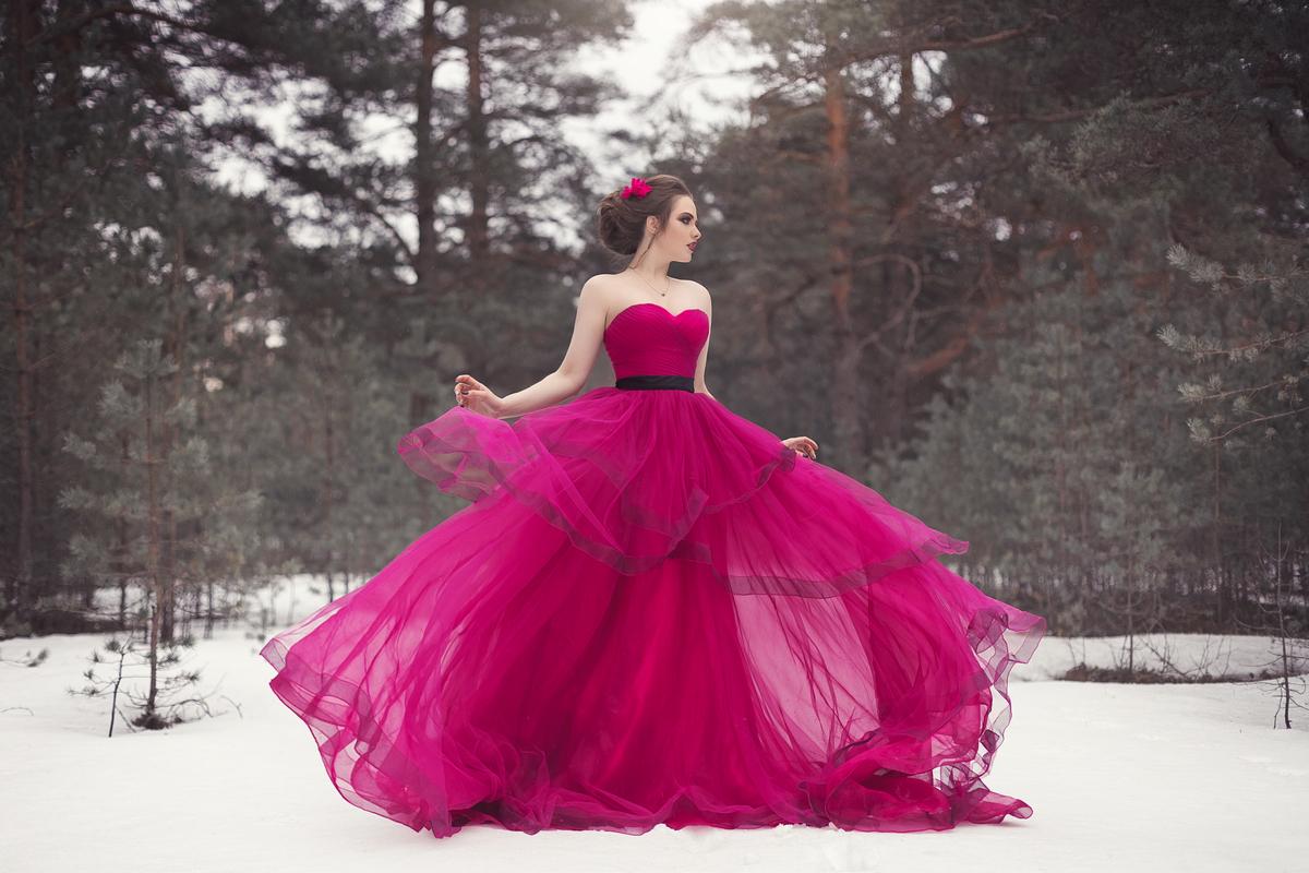 Los vestidos de quinceaños en colores intensos están en tendencia esta temporada
