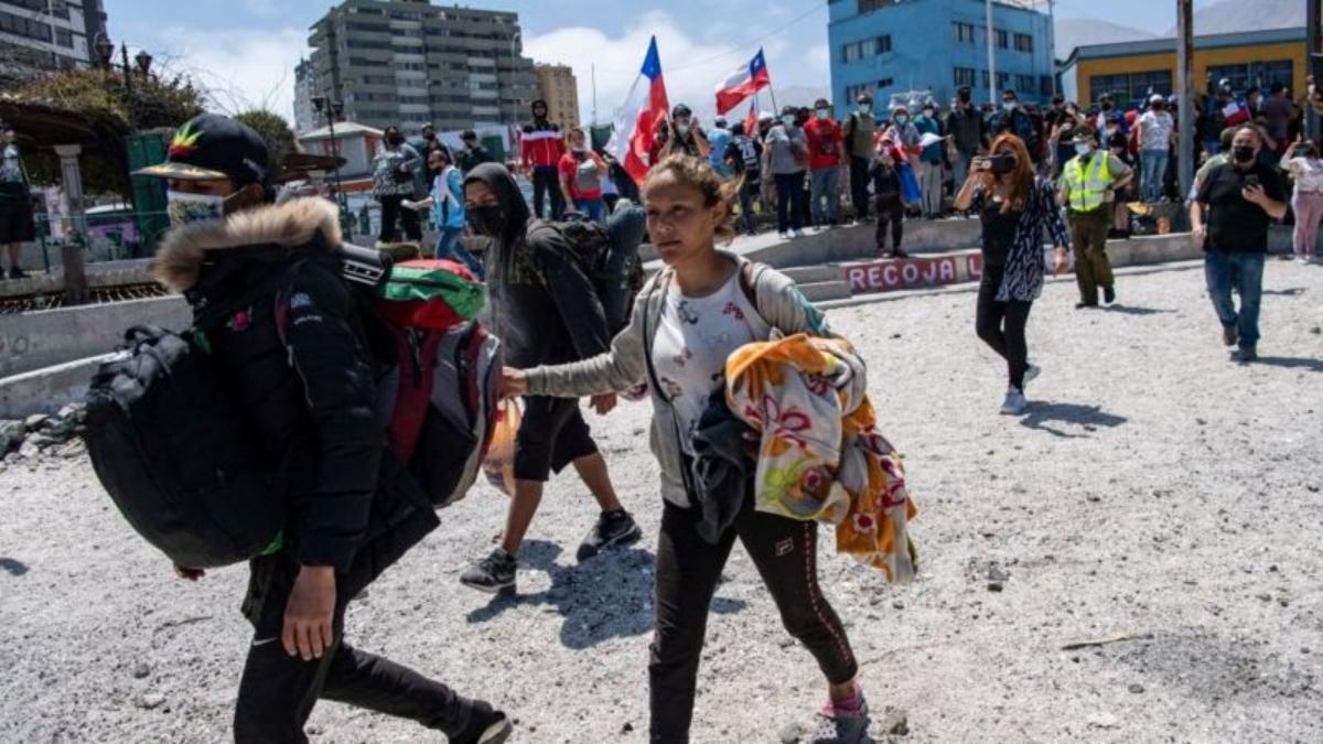 Decenas de venezolanos tuvieron que escapar de la marcha antimigrante realizada el 26 de septiembre en la ciudad de Iquique (Chile).