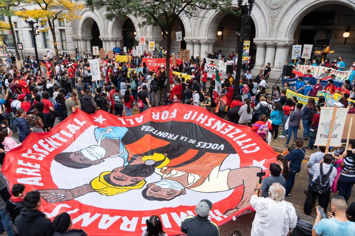 Organizaciones como Voces de la Frontera han organizado marchas para presionar a los demócratas en el Congreso.