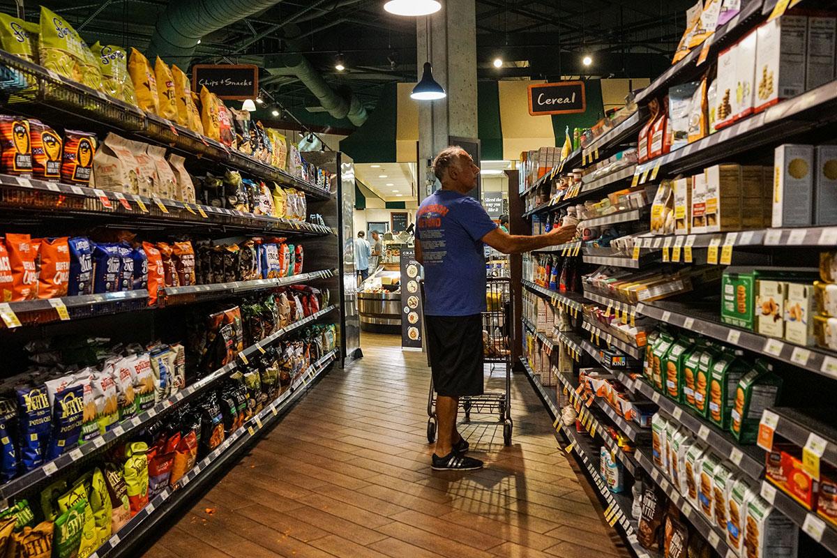 La falta de mano de obra y materias primas podría provocar escasez de suministros, revela CNN.
