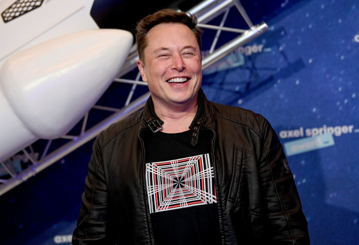 Tired of no one buying it, Elon Musk under-sells his Hillsborough mansion