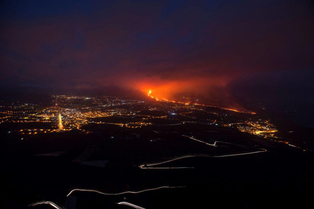 El volcán emite más de 4,000 toneladas diarias de dióxido de azufre a la atmósfera.