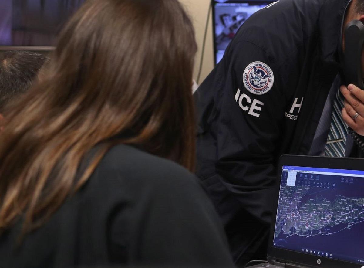 ICE dejará de realizar operativos en espacios laborales.