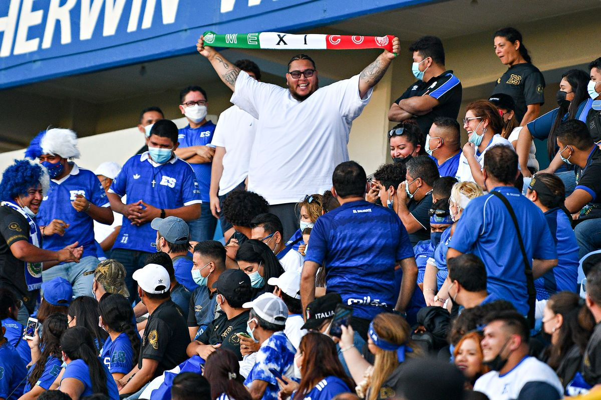 The nightmare in Cuscatlán: Mexico won, but the Salvadoran fans made his life impossible [VIDEOS]