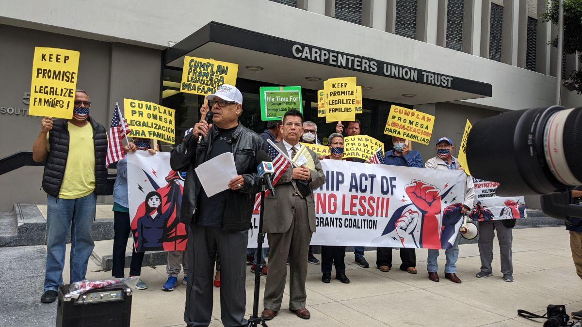 Activistas pidieron el apoyo demócrata para la reforma migratoria. (Jacqueline García/La Opinión)