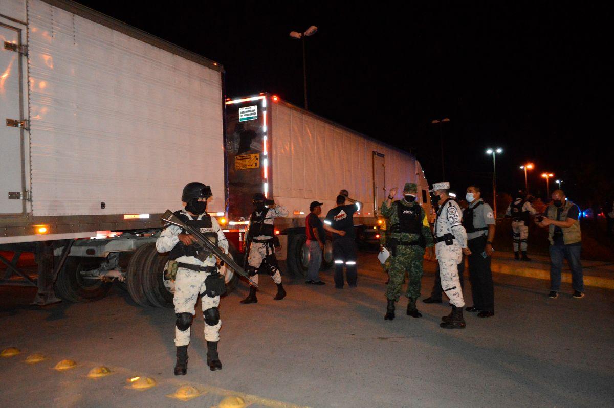 Los 652 migrantes hallados en México eran transportados en camiones refrigerados.
