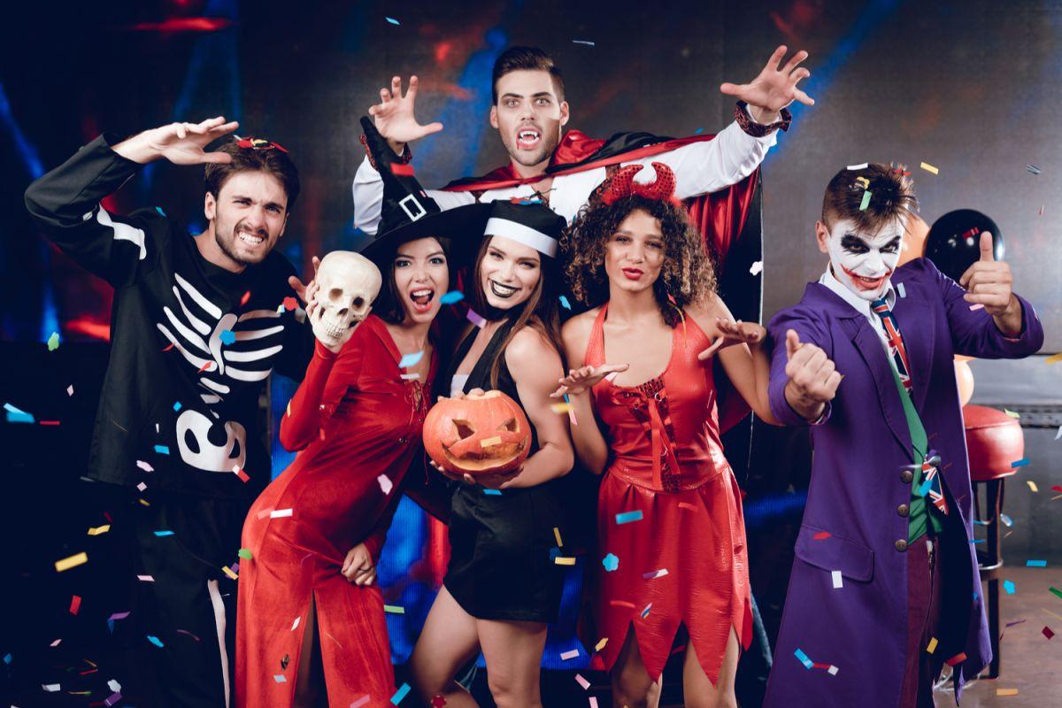 Siendo Halloween una de las celebraciones más divertidas del año, es un buen momento para disfrazarte y disfrutar de ese día tan especial