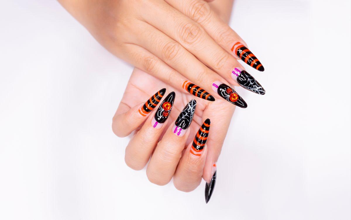 Estas son estampas y pegatinas para colocar en las uñas y lucir en este Halloween sin gastar mucho dinero.